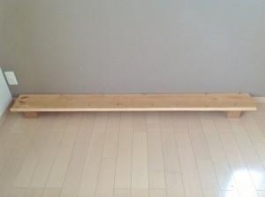 コルクキューブと長い板で子物置スペースを作る