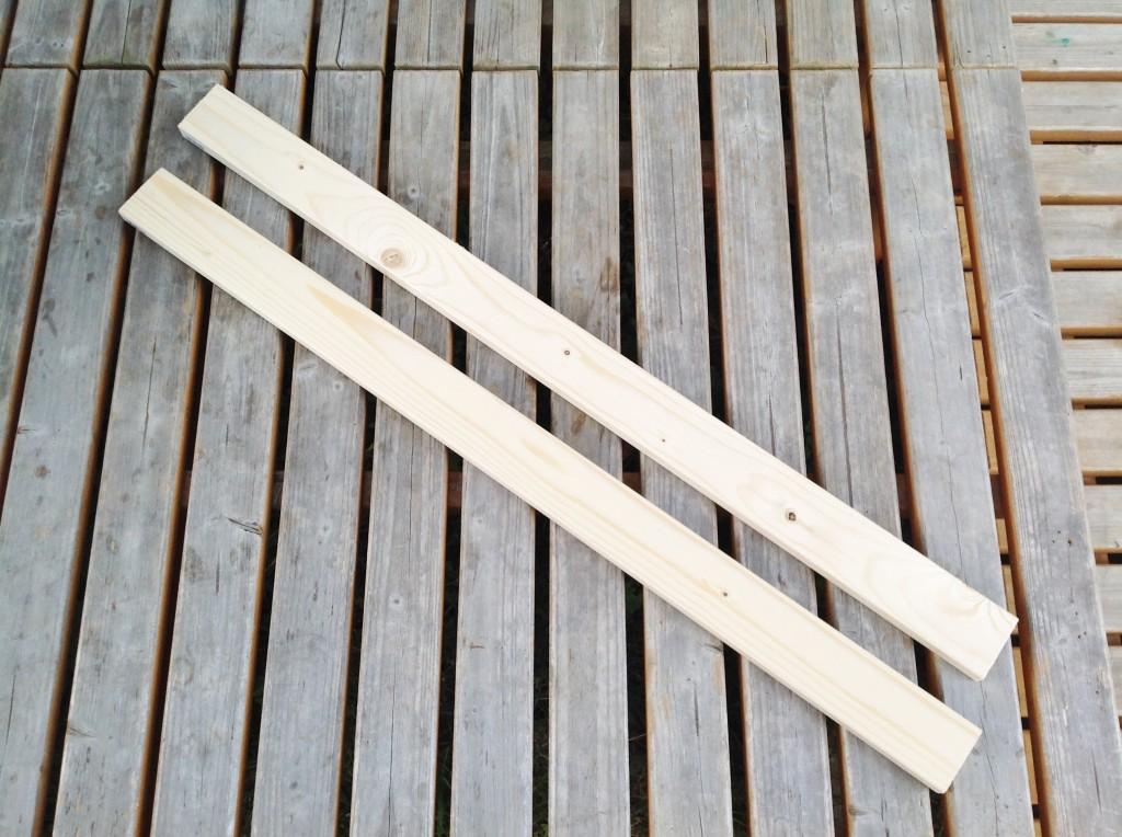 木材をカットして換気扇の外枠を作ります