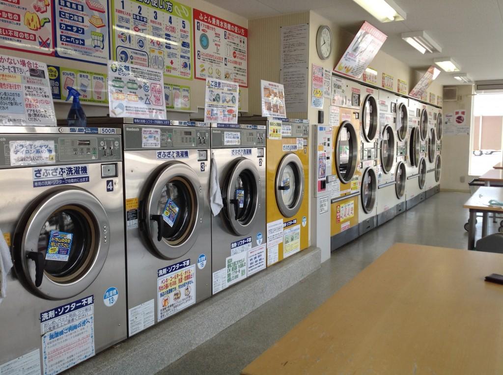 コインランドリーで布団を洗濯するなら、晴れた日に貸切で!