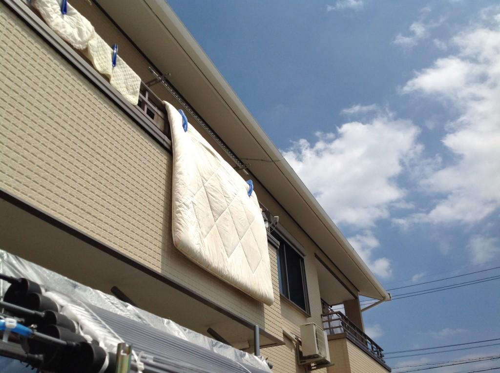 コインランドリーで洗濯した敷布団を約5時間天日干し