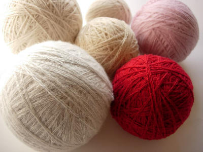 ウールの毛糸玉で乾燥機の電気代を節約