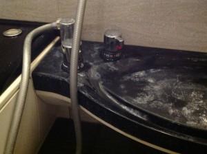 お風呂の頑固な白い水垢