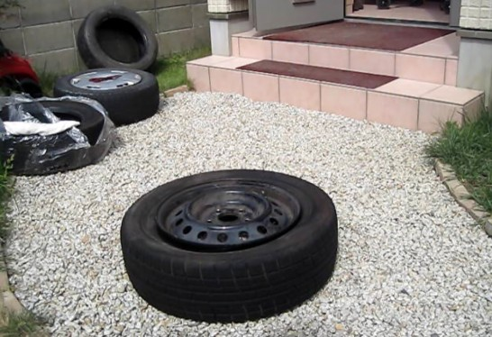 ホイールにタイヤを取り付けることができました