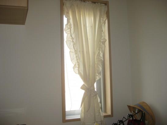 ポリカーボネートで作ったDIY内窓設置後の玄関の小窓
