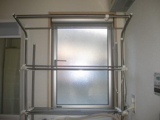 内窓設置前の脱衣所の腰窓