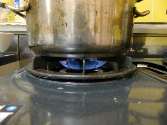 ガスコンロを加湿器の替わりにする