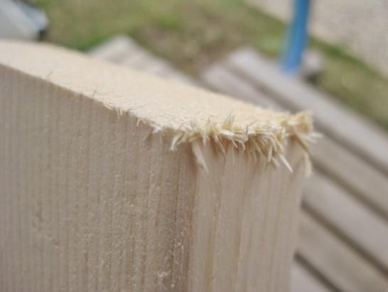 木材のカット断面がささくれる