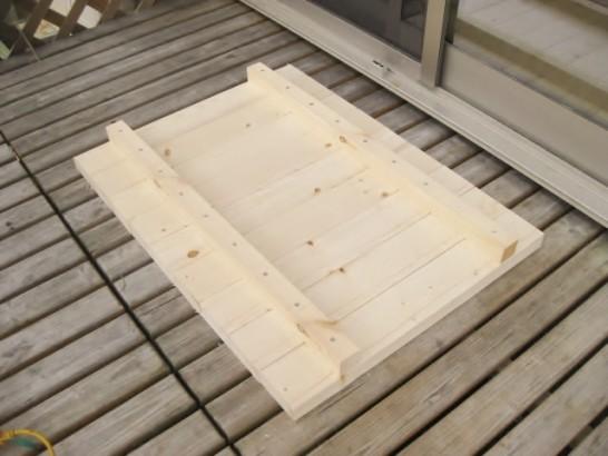 2×4を組み合わせてローテーブルの天板を作る
