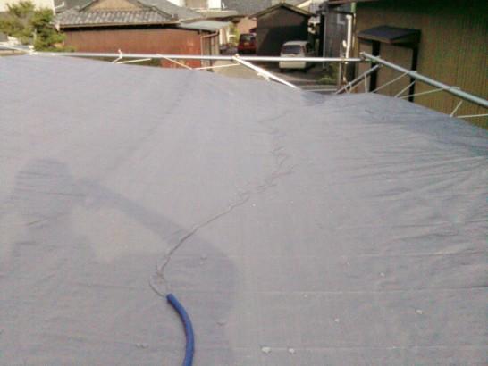DIYカーポートの屋根に傾斜をつけて排水を良好に
