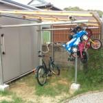 【DIY自転車小屋】邪魔な子供のストライダーも吊下式でスッキリ格納