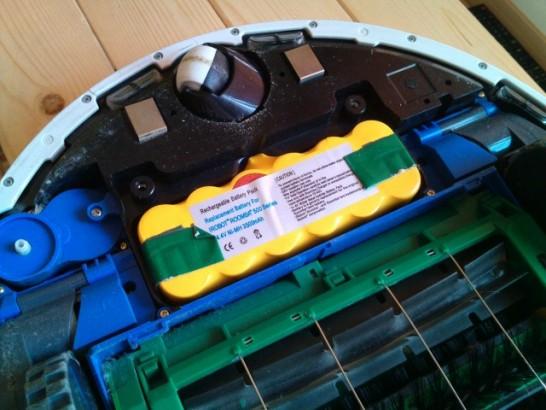 ルンバのバッテリーは裏側の蓋を外したところに入っている