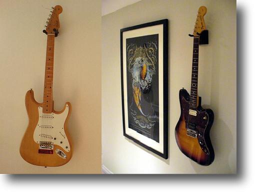 壁掛ギタースタンドの事例1