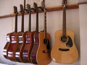 壁掛ギタースタンドの導入事例3