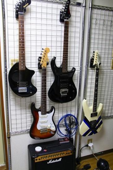 壁掛ギタースタンドの事例5