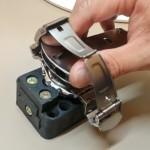自分でスクリューバック式裏蓋の腕時計の電池を交換する方法