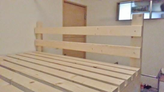 二段ベッド後ろ側の柵