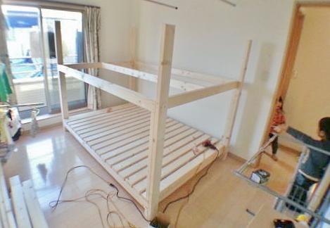 二段ベッドの二段目枠を組み立てる