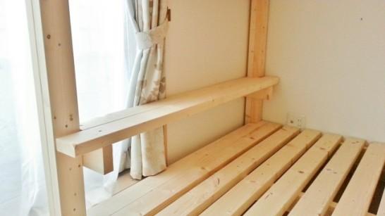 一段目のベッドの棚