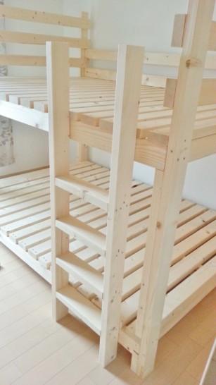 二段ベッドの階段を組み立てる