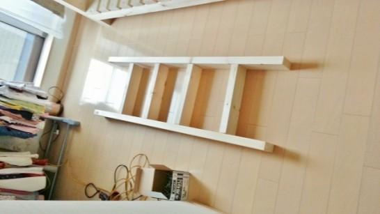 二段ベッドのはしごを組み立てる