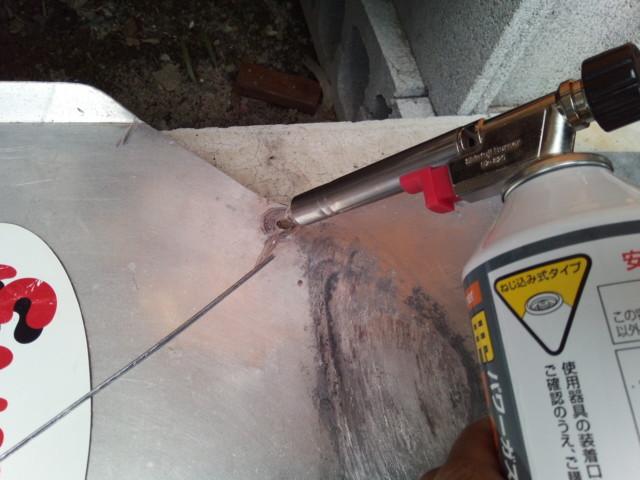 ガスバーナーとロウ材でアルミを修理