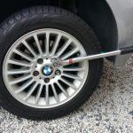 【日本車とはここが違う!】輸入車のスタッドレスタイヤ交換方法(BMW編)