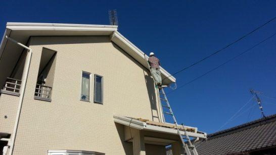 屋根の上に登るためのはしご