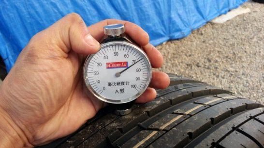 ハイフライタイヤのタイヤ硬度