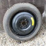 【応急修理】パンクした車のタイヤをスペアタイヤに交換する方法
