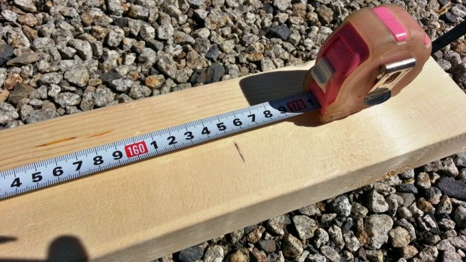 木材の長さをはかる