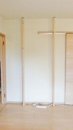 柱となる木材を2本固定