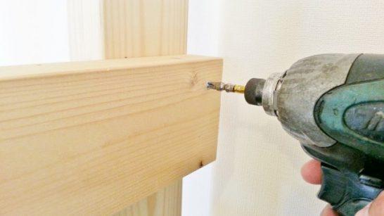 木材をビス止め