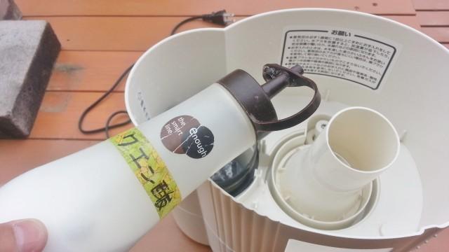 加湿器の白く固まった水垢をクエン酸で取り除く