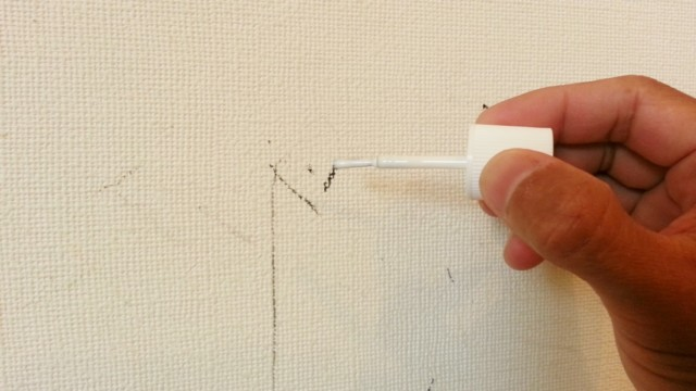 壁紙の落書きにクロスタッチ