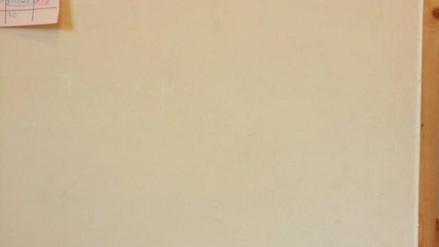 壁に塗料の塗り付け3回目