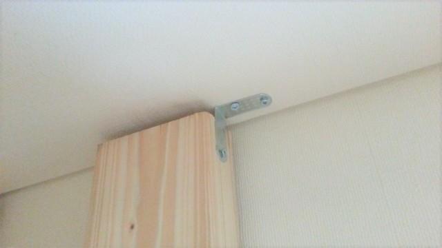天井に棚をL字アングル固定する