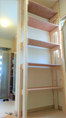 2×4材とベニア板で作る安くて簡単な棚