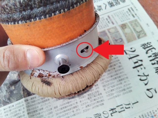 燃焼芯は保持パーツに凸で固定