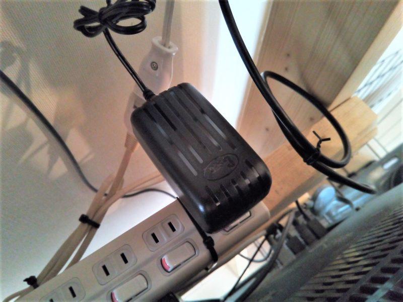 USBハブのACコンセントを取り付ける