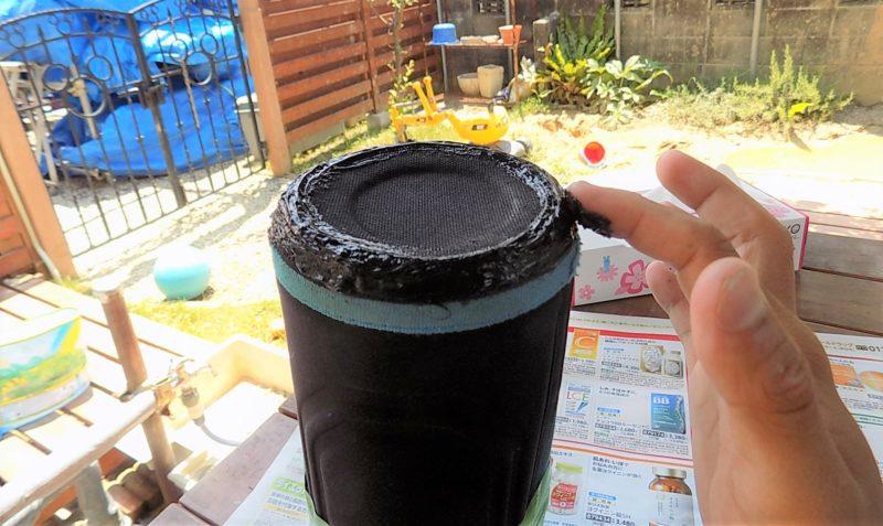 水筒カバーの外側にコーキングを塗る