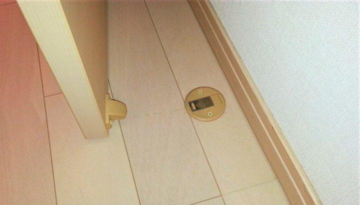 部屋のドアストッパーの引っかかり故障を取替修理