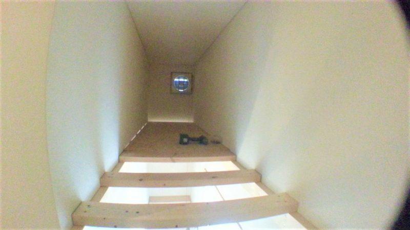 階段上収納の作成でOSBボードと2×4材を使う