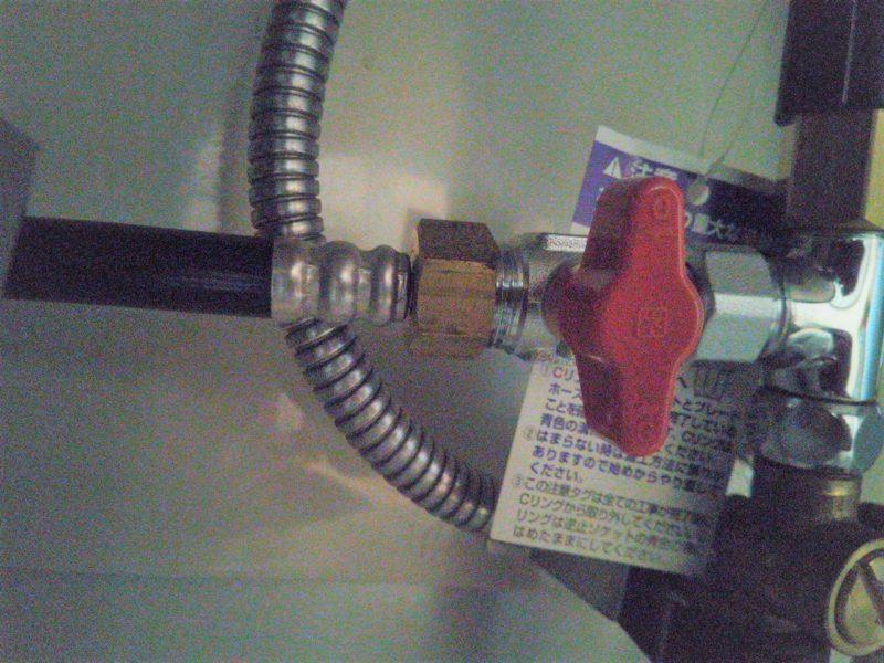 食洗機に繋がる水道ホースのナット