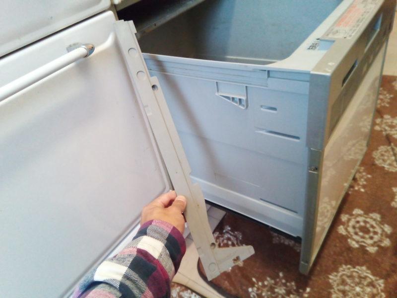 食洗機左側の部品が取れた