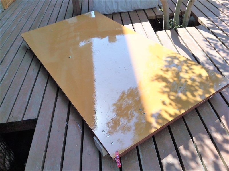 ベニヤ板と2✕4材を組み立てた