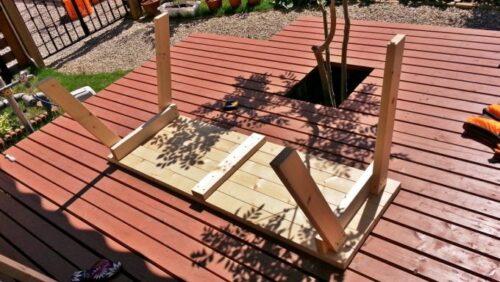 ガーデテーブルの足を4本組み付けた