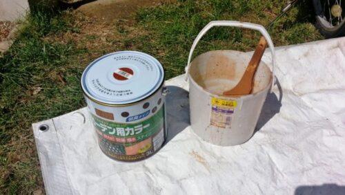 ガーデンテーブルを作るために使う木用ペンキ