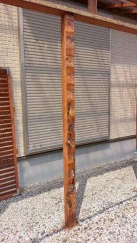 ウッドフェンスの腐った柱