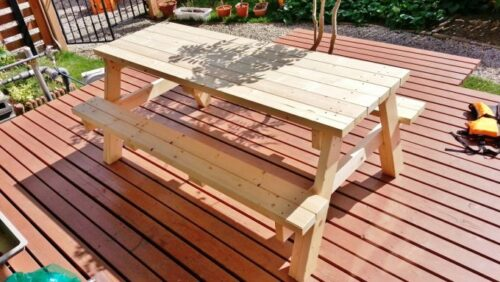ガーデンテーブルが組み上がったところ