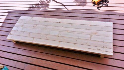 ガーデンテーブルの天板が完成